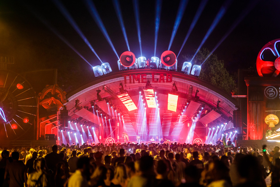 City Of Parookaville Pop 210 000 Attendees Shining With
